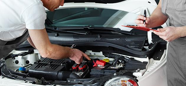 Wir reparieren Ihren Peugeot oder Ihren Mitsubishi mit hochwertigen Originalteilen und unterstützen Sie bei der Sachschadenabwicklung!